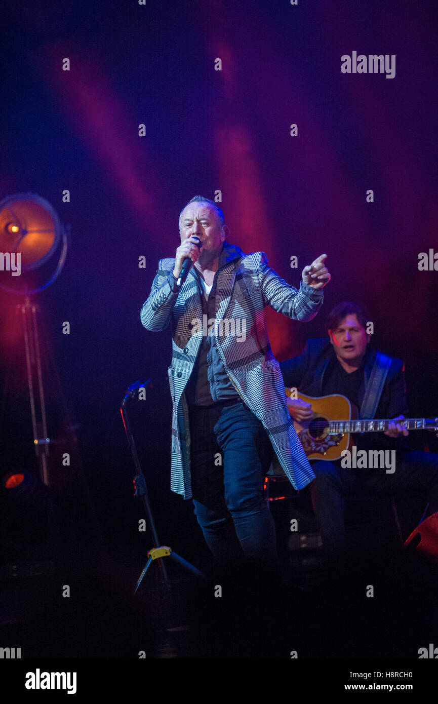 Edinburgh, UK. 16th Nov, 2016.  The Forth Awards take place at the Usher Hall. PIctured Simple Minds, Jim Kerr. - Stock Image