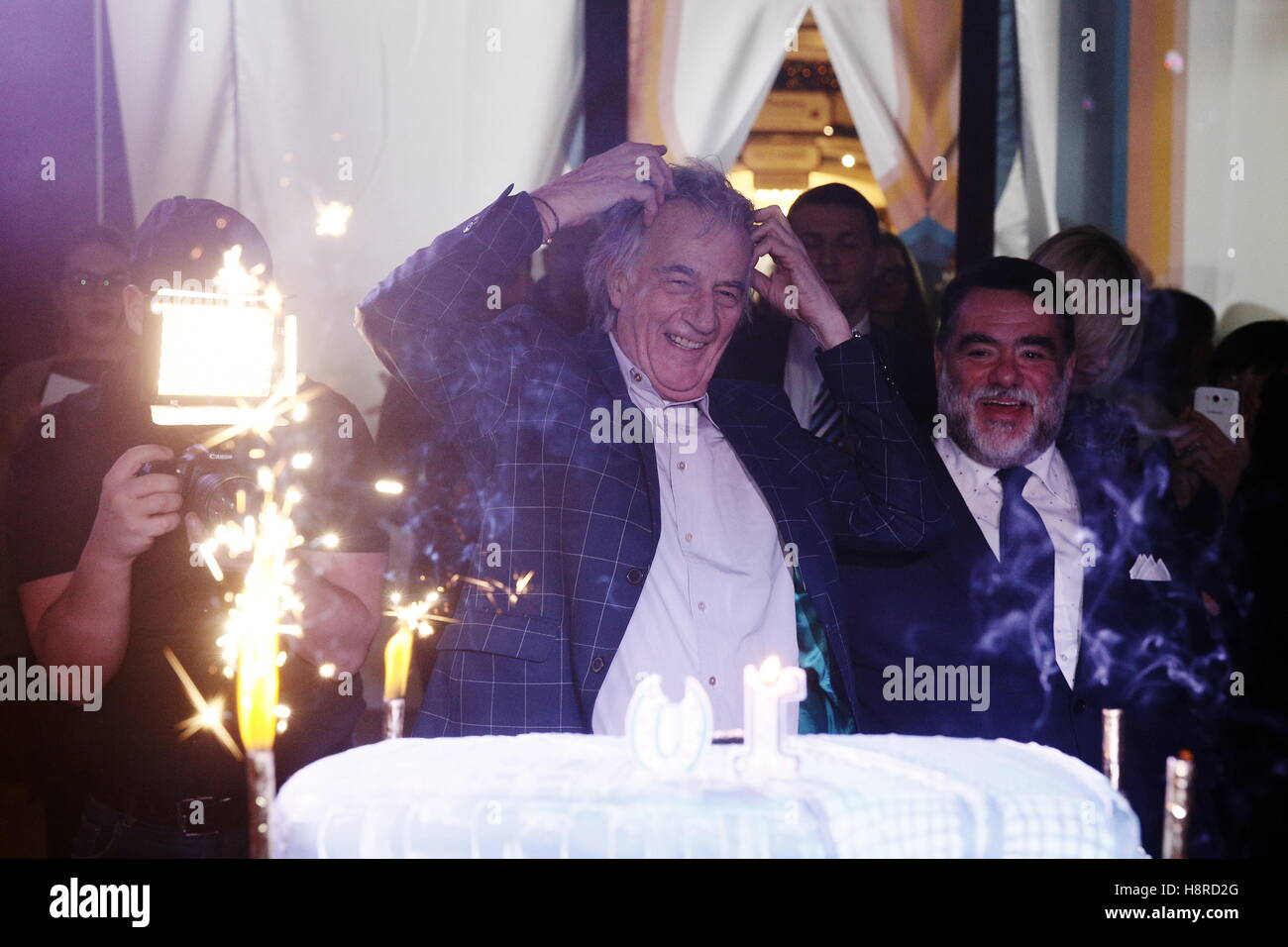 Moscow, Russia. 16th Nov, 2016. British fashion designer Paul Smith (C) attends an event marking the 10th birthday - Stock Image