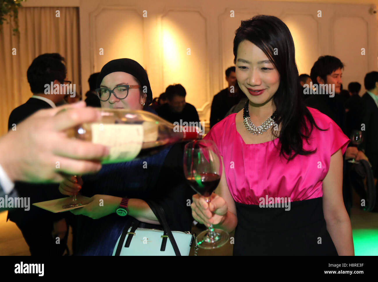 6b37edeb4 Tokyo, Japan. 17th Nov, 2016. Japanese wine lovers drink the 2016 vintage  Beaujolais Nouveau wine at a countdown event in Tokyo on Thursday, November  17, ...