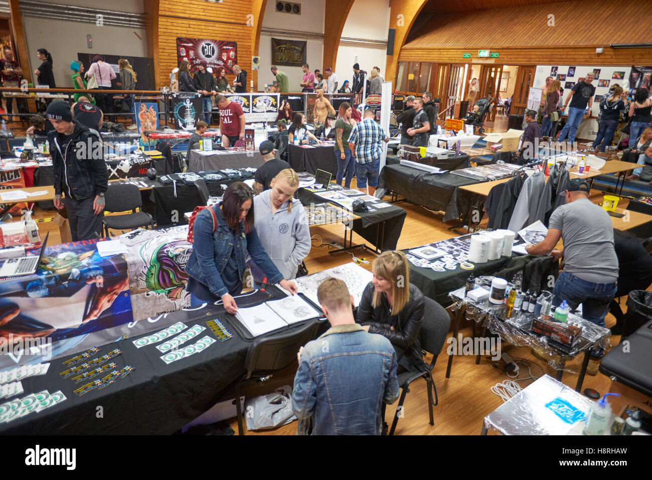 Tattooists and body piercers gather for Oxford's first ever tattoo convention - Stock Image