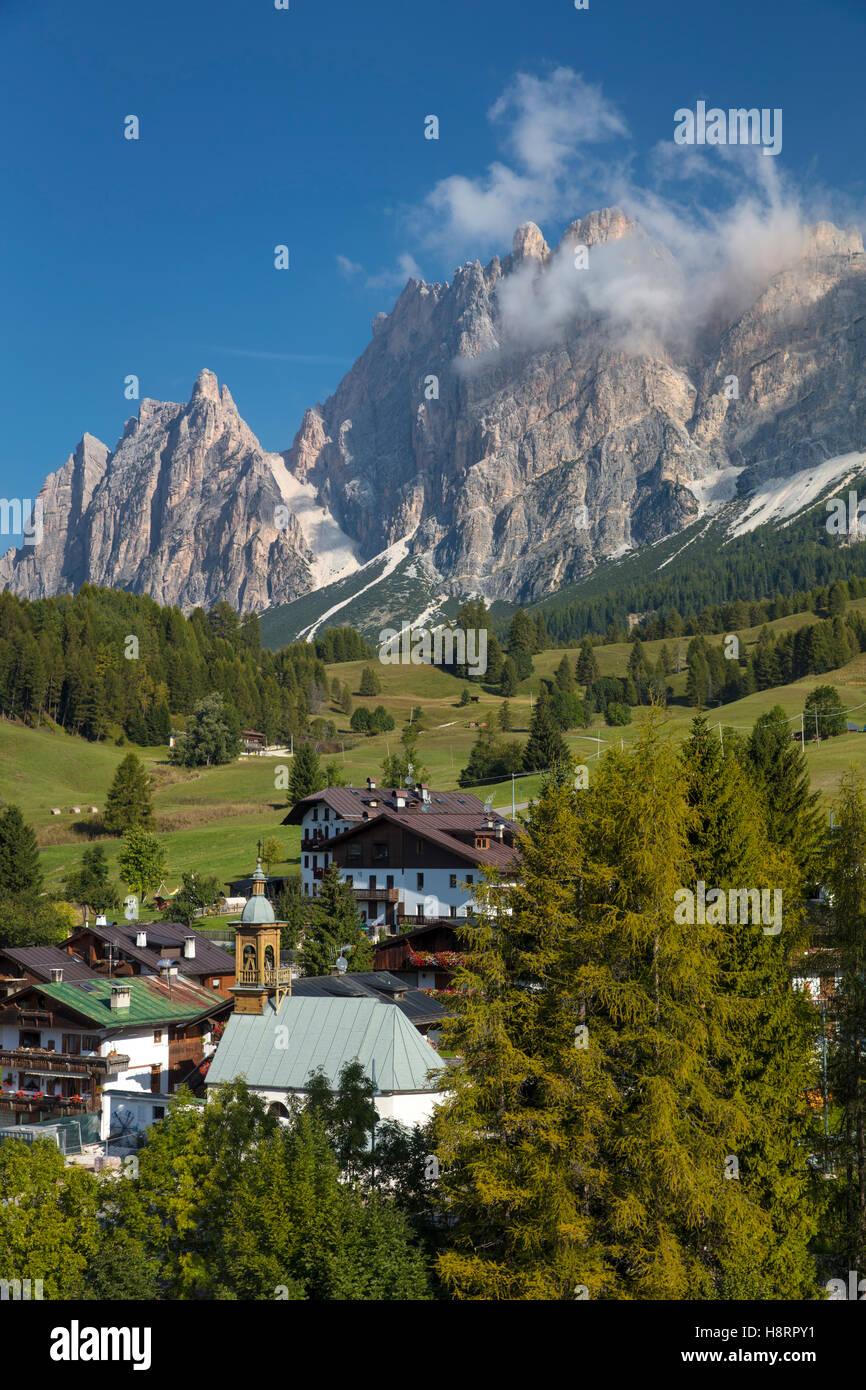 Chiesa di Santa Giuliana, Monte Cristallo, and the Dolomite mountains near Cortina d'Ampezzo, Belluno, Italy - Stock Image