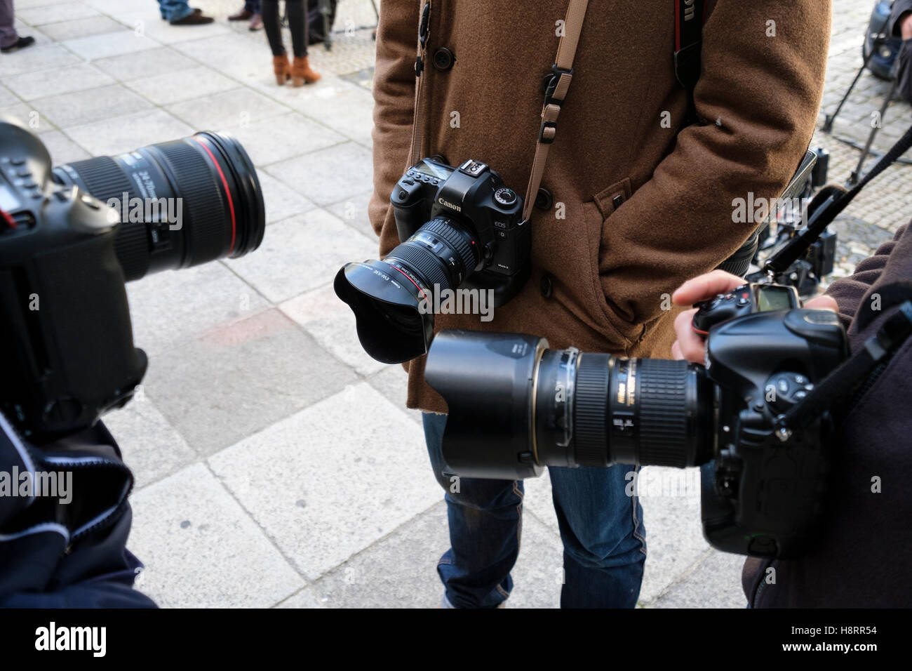 Professional photojournalists with their cameras - Stock Image