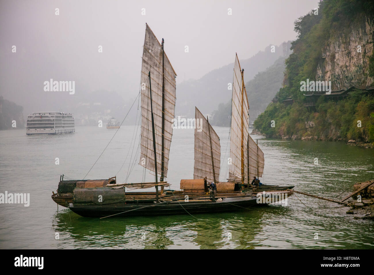 Shennong Stream Hubei Province Yangtze River China victoria Cruises asia 2016 sailing junk boat traditional - Stock Image