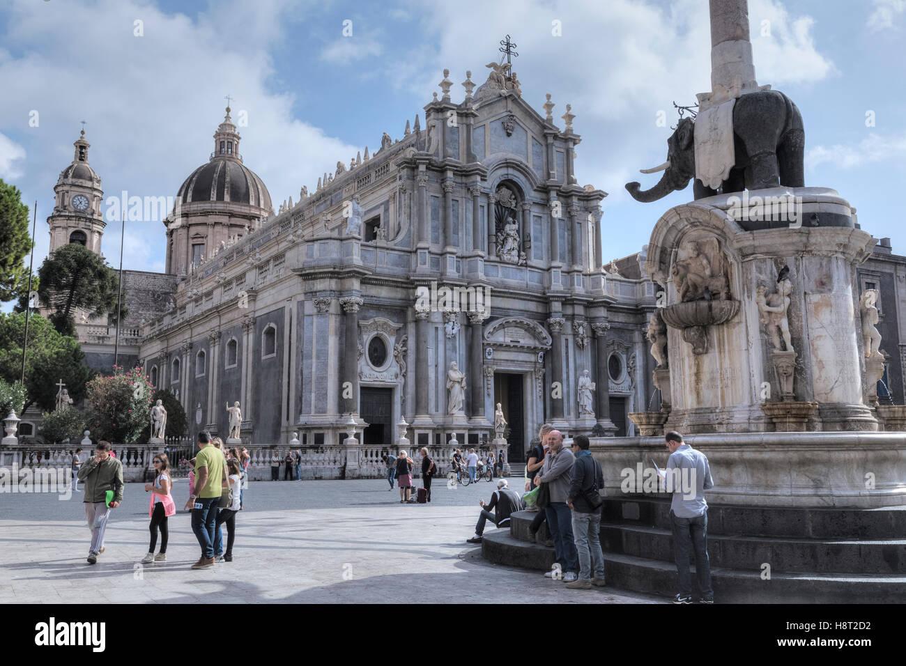 Piazza Duomo, Fontana dell'Elefante, Catania, Sicily, Italy - Stock Image