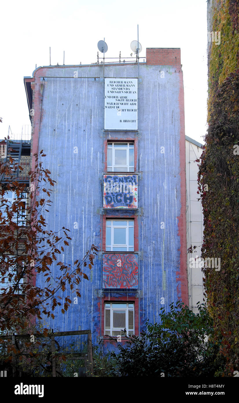 Blue house with Gentrifickdich Gentrification artwork in Berlin, Germany Eu 2016  KATHY DEWITT - Stock Image