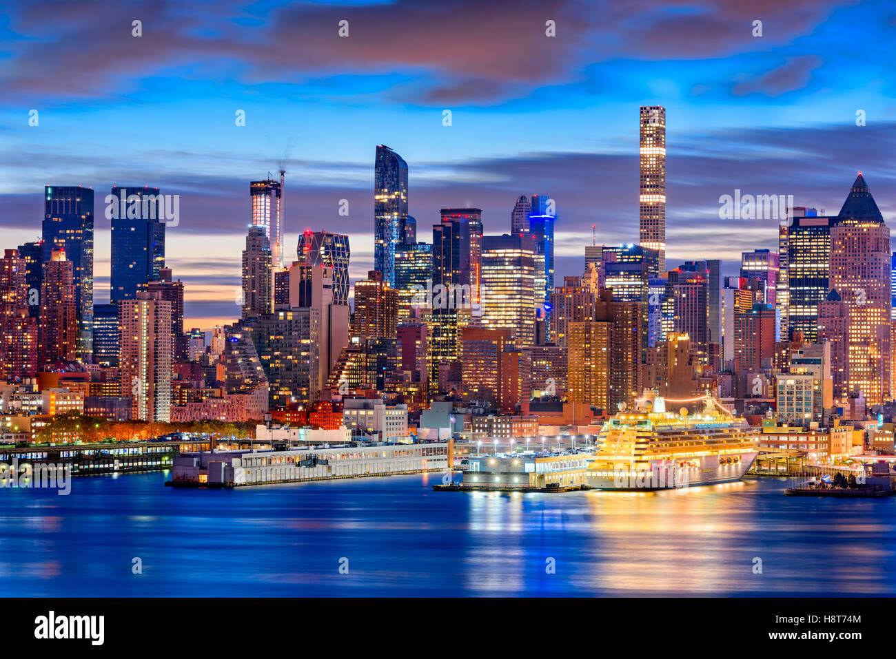 New York City skyline in Midtown Manhattan at dawn. - Stock Image