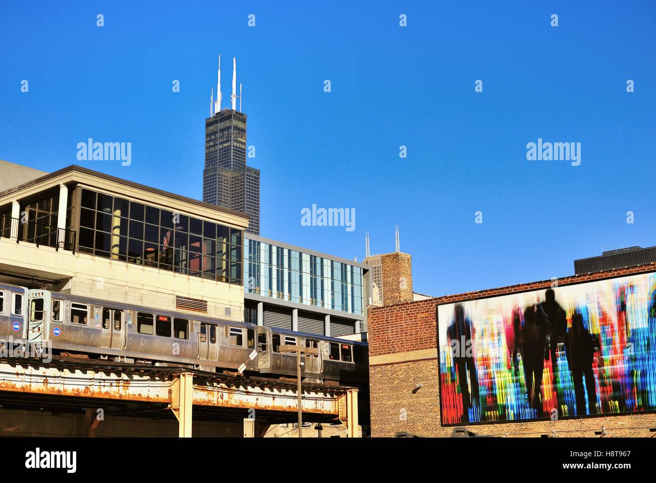 The Willis Tower (formerly Sears Tower) towering over the south Loop area of Chicago as a CTA rapid transit train - Stock Image