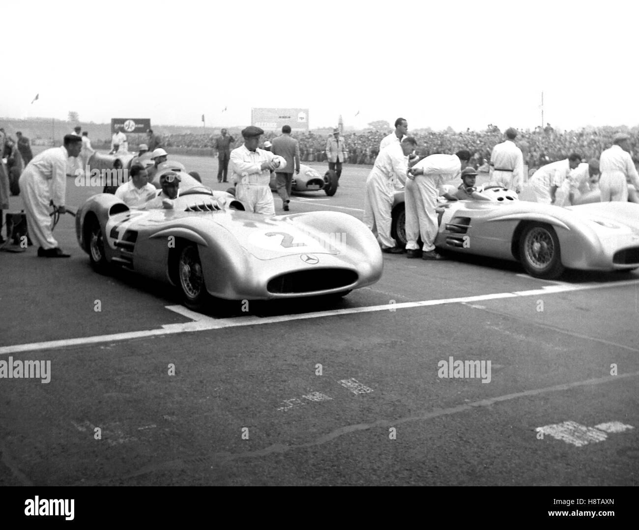 1954 BERLIN GP HERRMANN'S MERCEDES STROMLINIENWAGEN HERRMANN GRID - Stock Image