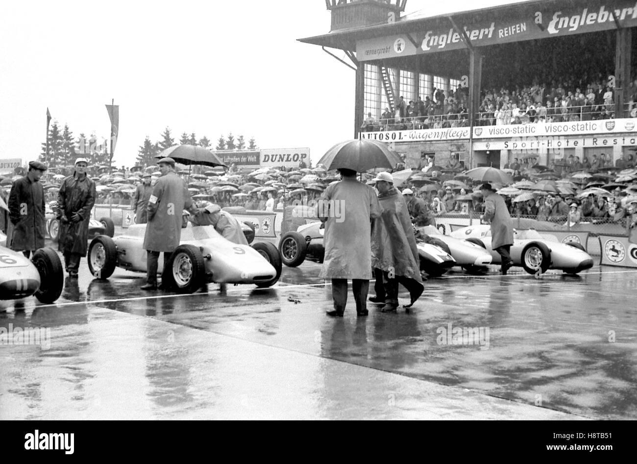 1960 GERMAN GP GRID FORMS UP - Stock Image