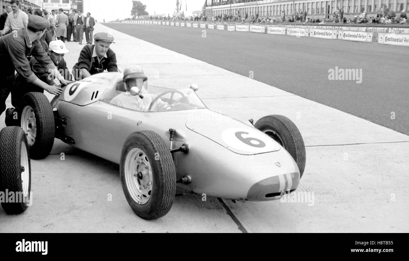 1960 GERMAN GP HERRMANN PORSCHE PITS - Stock Image