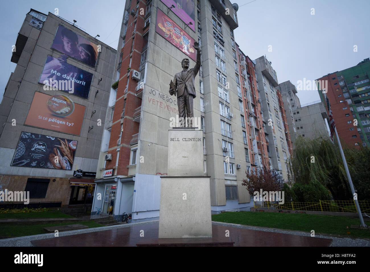 Bill Clinton statue on Bill Clinton Boulevard in Kosovo capital city of Pristina. - Stock Image
