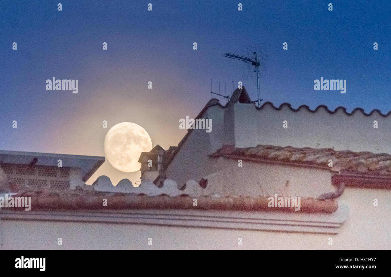 Supermoon over the roofs of the old city of Girona, Catalonia, Spain - Stock Image