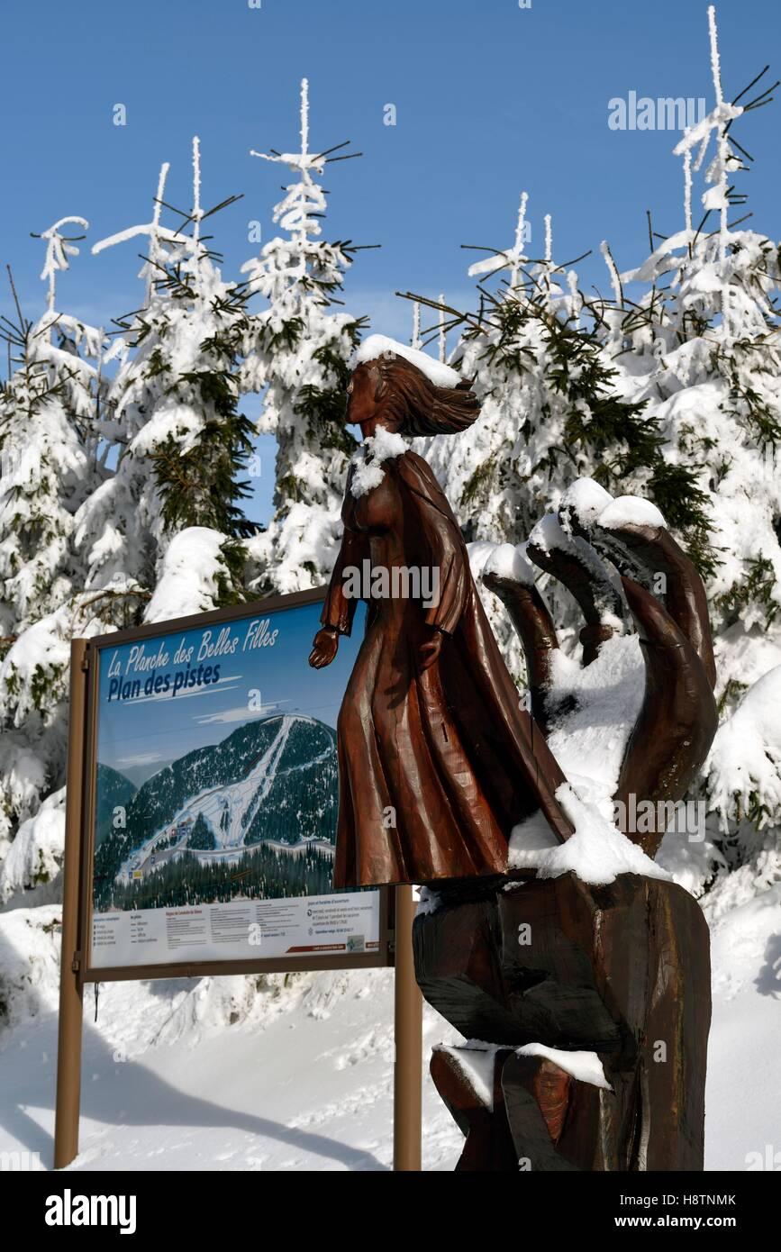 Map of ski slopes 'La Planche des Belles Filles ' and Jacques Pissenem wooden sculpture depicting the legend - Stock Image