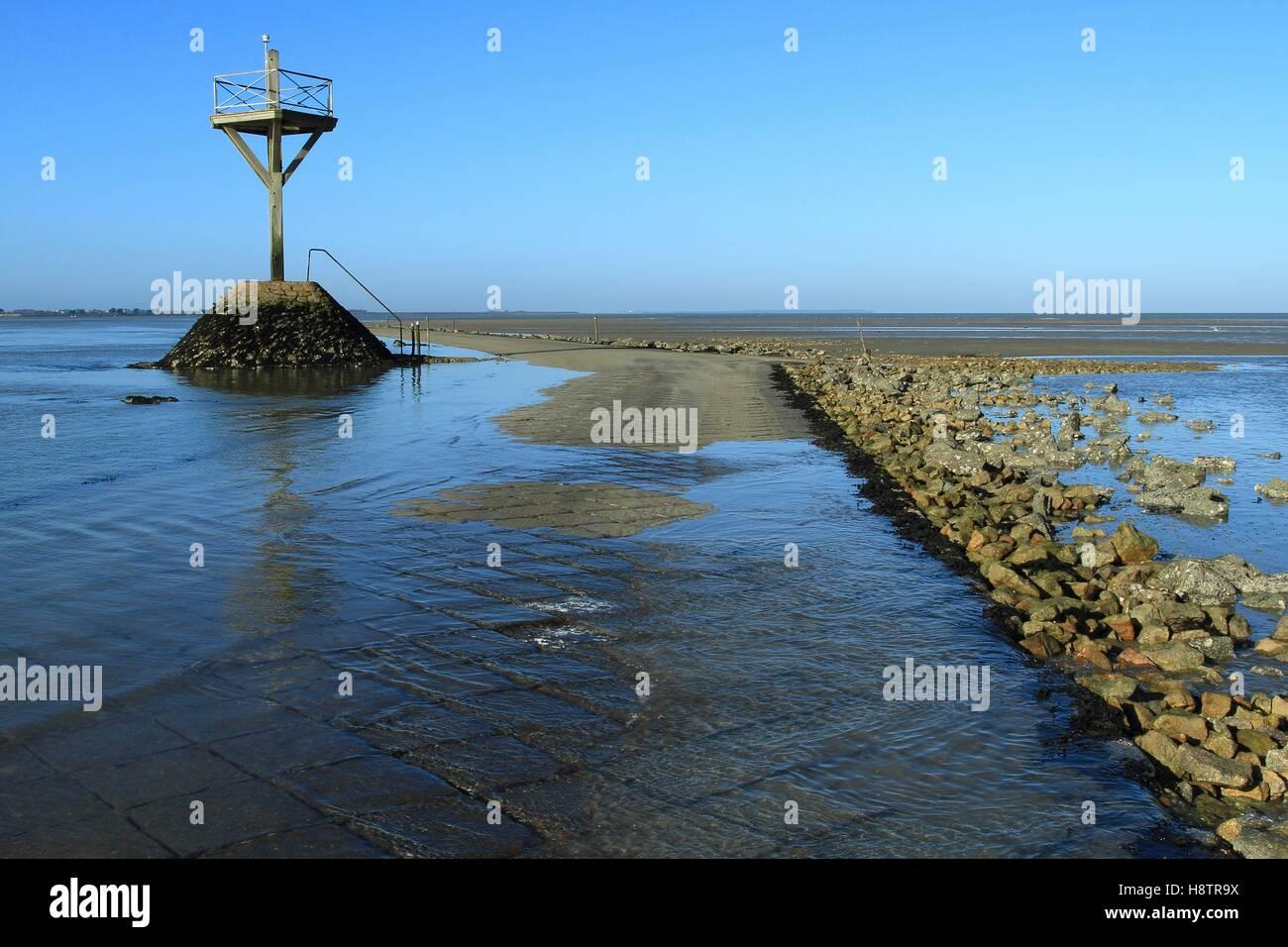 Passage du Gois - submersible causeway linking the mainland to the island of Noirmoutier , Vendée, France Stock Photo