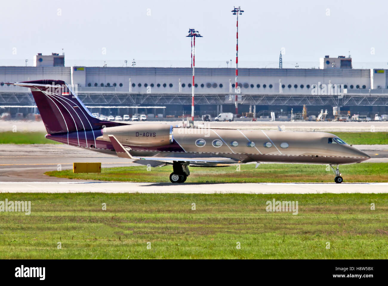 Private Jet Aerospace G-IV-X Gulfstream G450. at Milan - Malpensa (MXP / LIMC) Italy - Stock Image
