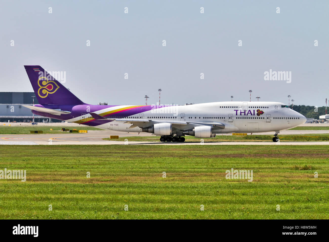 Thai Airways, Boeing 747-400 at Milan - Malpensa (MXP / LIMC) Italy - Stock Image