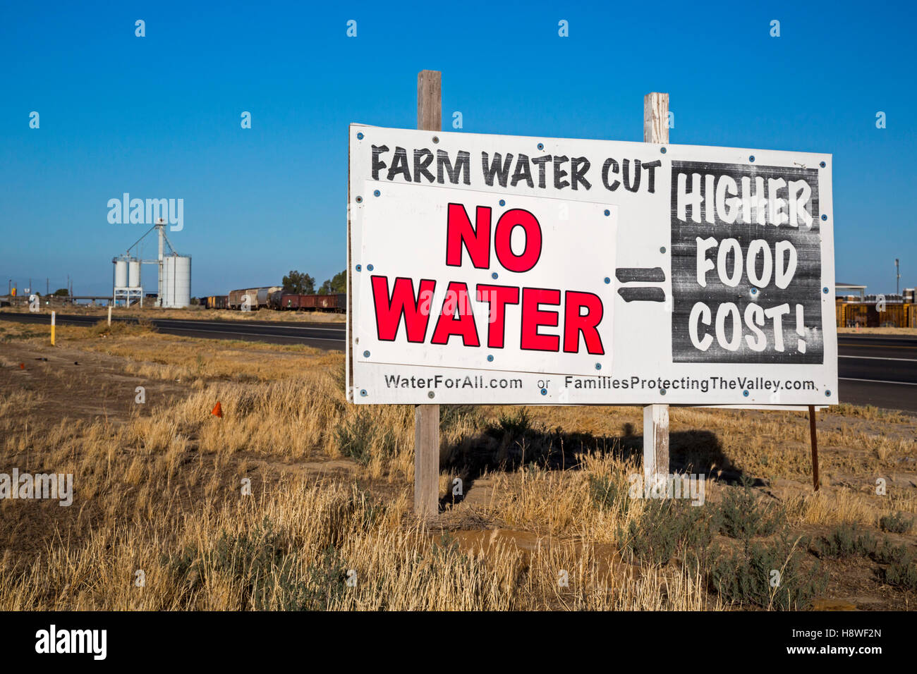Buttonwillow, California - A sign on a farm in the San Joaquin Valley equates water shortages to higher food prices. - Stock Image