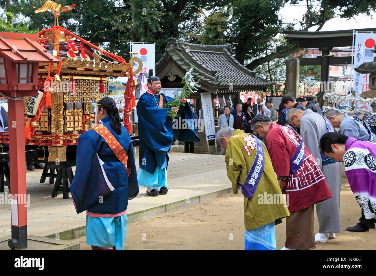 Japan, Sakura City, festival, shinto priest blessing people, - Stock Image