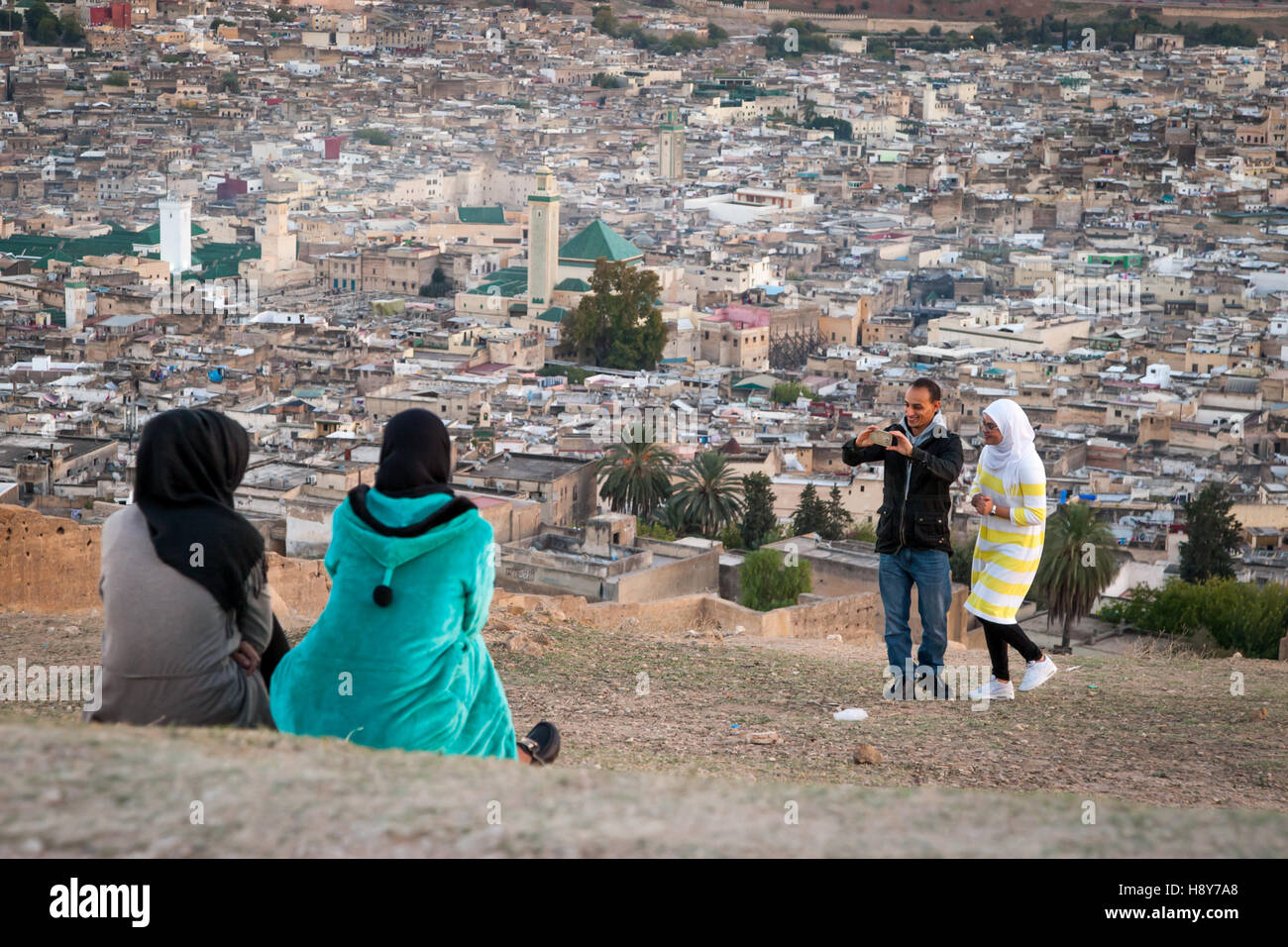 Couple taking selfies in the evening sun north of Fès - Stock Image