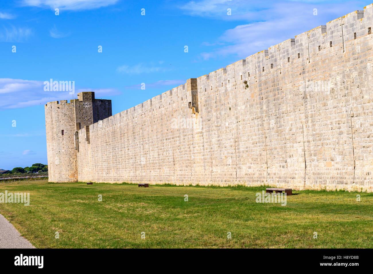 Tour des bourguignons Les Remparts côté Sud Aigues-Mortes,Camargue AIGUES-MORTES - FRANCE - Stock Image