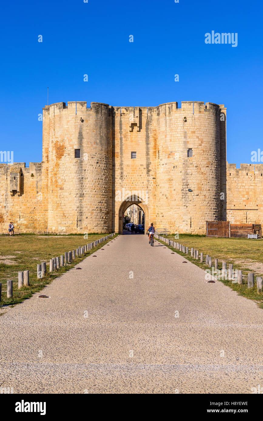 Porte des Moulins ou Porte Neuve Les Remparts côté Sud Aigues-Mortes,Camargue - FRANCE - Stock Image