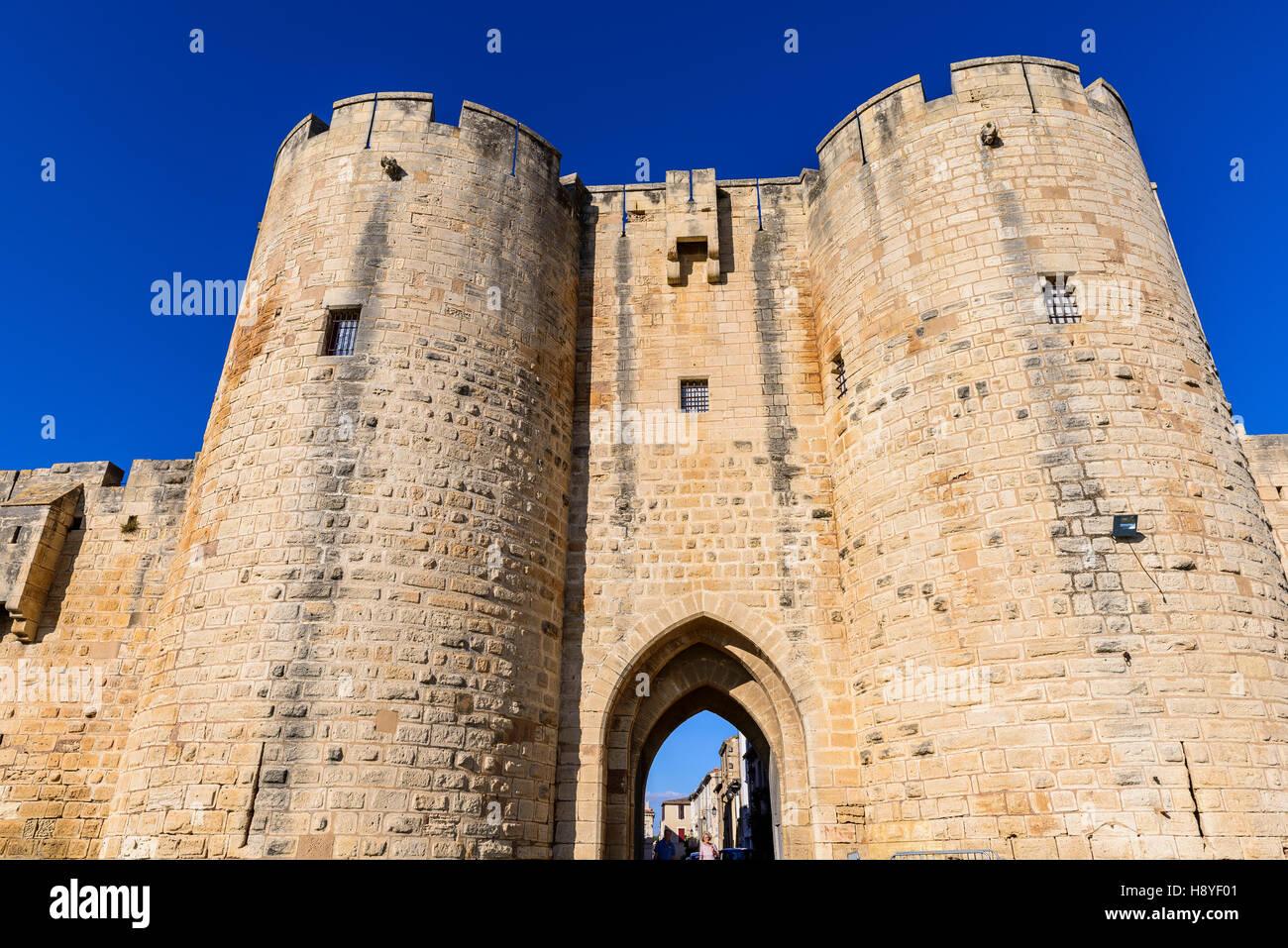 la Porte des Moulins ou Porte Neuve Les Remparts côté Sud Aigues-Mortes,Camargue AIGUES-MORTES - FRANCE - Stock Image