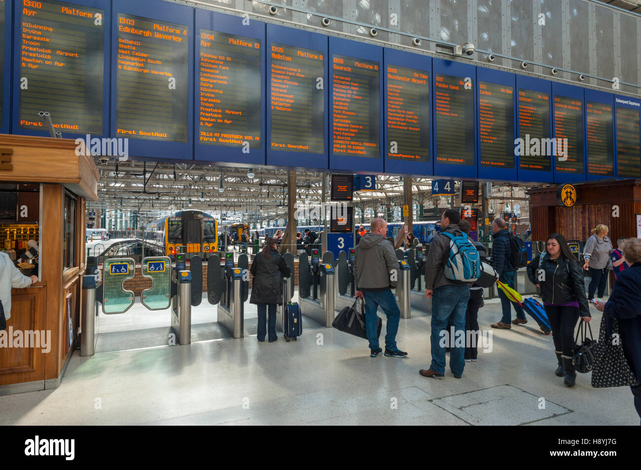 The new train information board in Glasgow central station - Stock Image