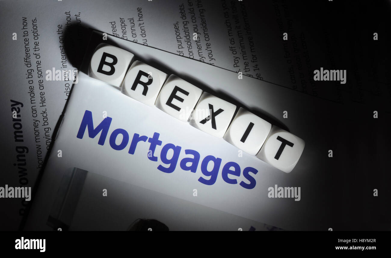 WORD DICE SPELLING 'BREXIT' WITH MORTGAGE INFORMATION LEAFLET RE BREXIT MORTGAGES FIRST TIME BUYERS HOUSE - Stock Image