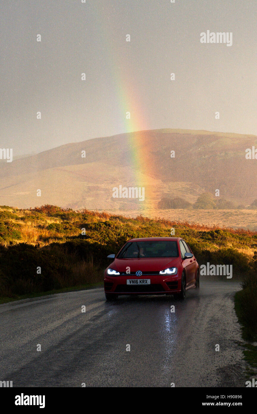 Llandrindod Wells, Powys, Wales, UK. 17th November, 2016. A rainbow is seen as motorists drive through a hailstorm - Stock Image