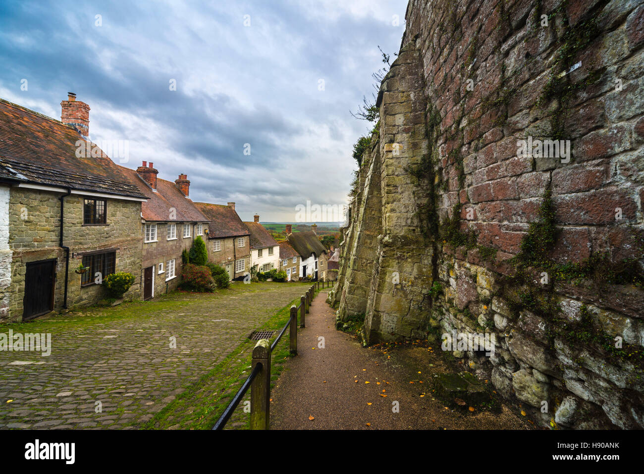 Gold Hill, Shaftesbury, Dorset, UK.  17th November 2016.  UK Weather.  Thickening cloud above the iconic Gold Hill - Stock Image