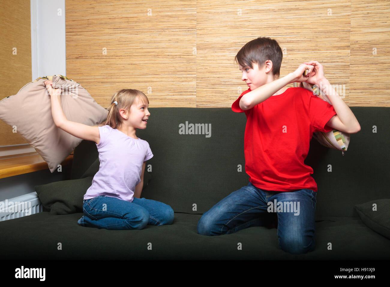 Секс брат и сестра со связыванием, Брат и сестра трахаются (занимаются сексом) Смотреть 7 фотография