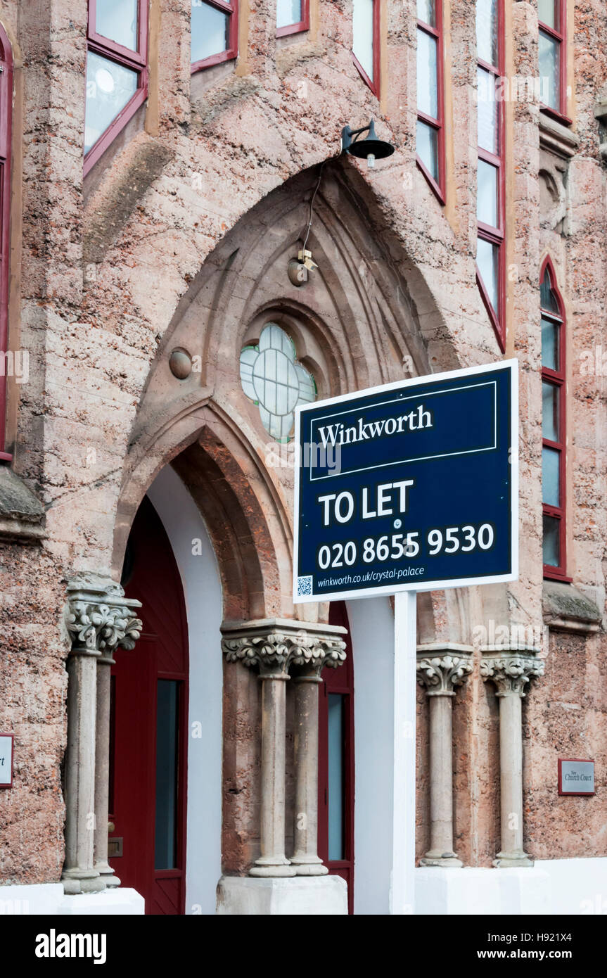To Let sign outside concrete New Church in Anerley, South London. Built in concrete using Portland cement & pink Stock Photo