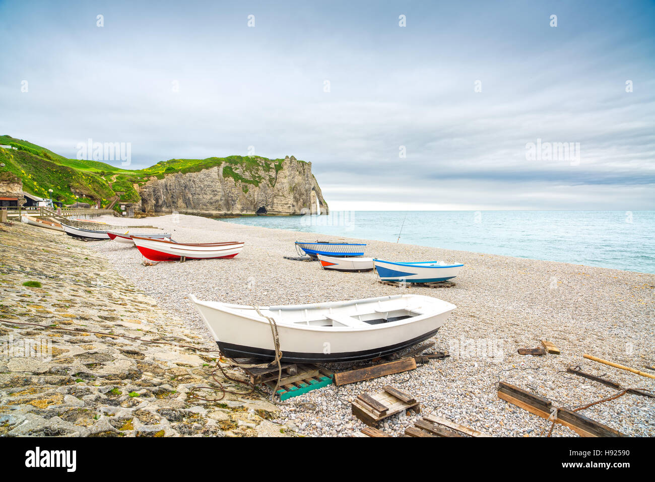 Etretat village, its bay beach, Aval cliff and boats. Normandy, France, Europe. - Stock Image