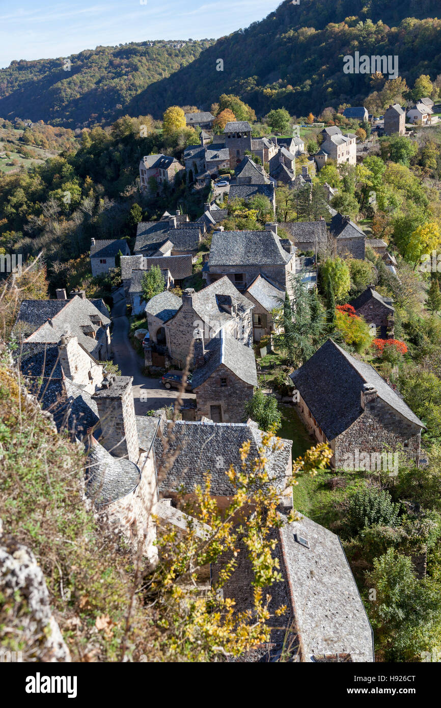 A high angle shot on roofs of the village of Rodelle perched on its rocky outcrop (France). Les toits du village Stock Photo