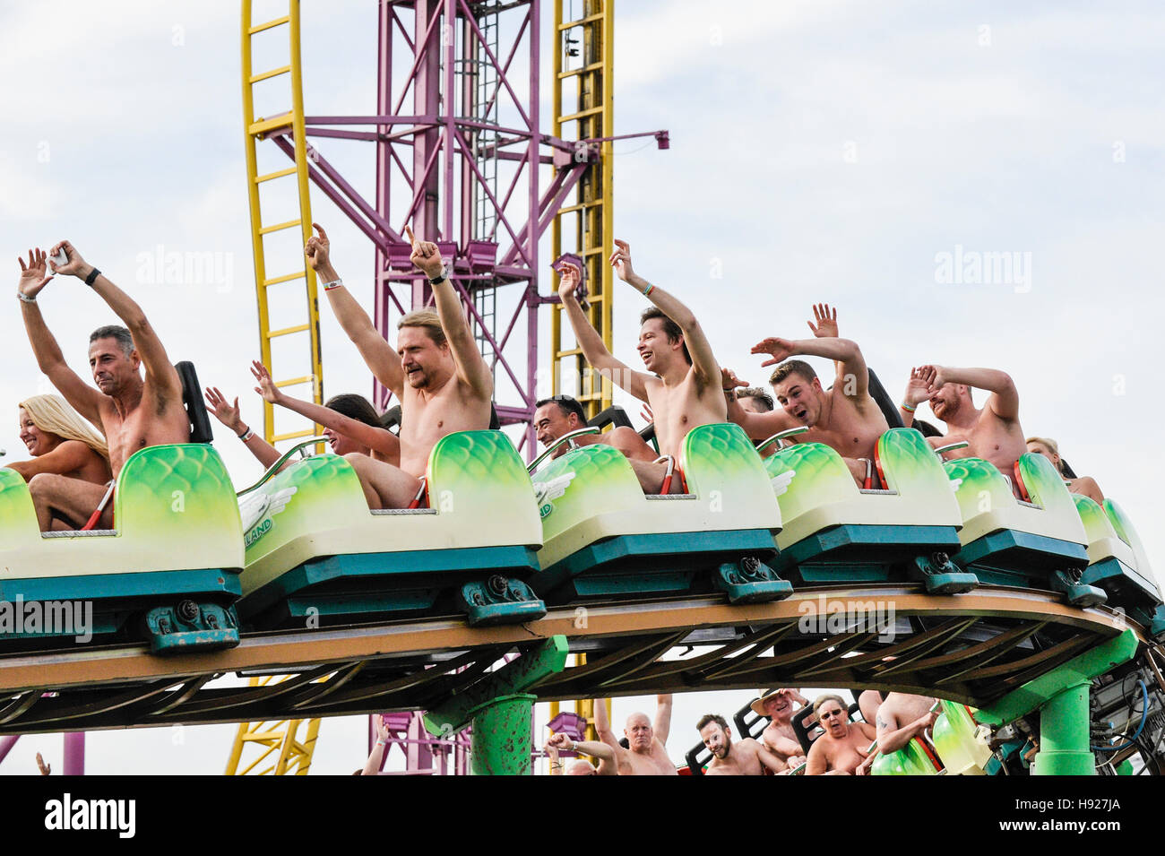 Cantante naked rollercoaster naked milk