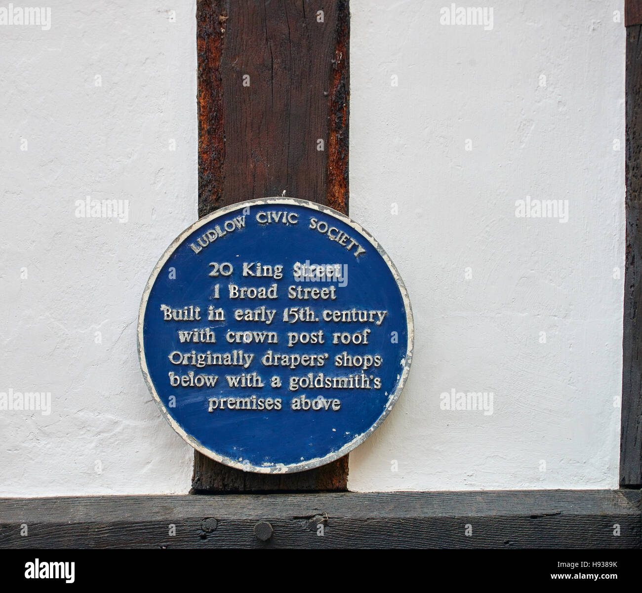 A Ludlow Civic Society Blue Plaque outlines the History of the premises on King Street and Broad Street. - Stock Image