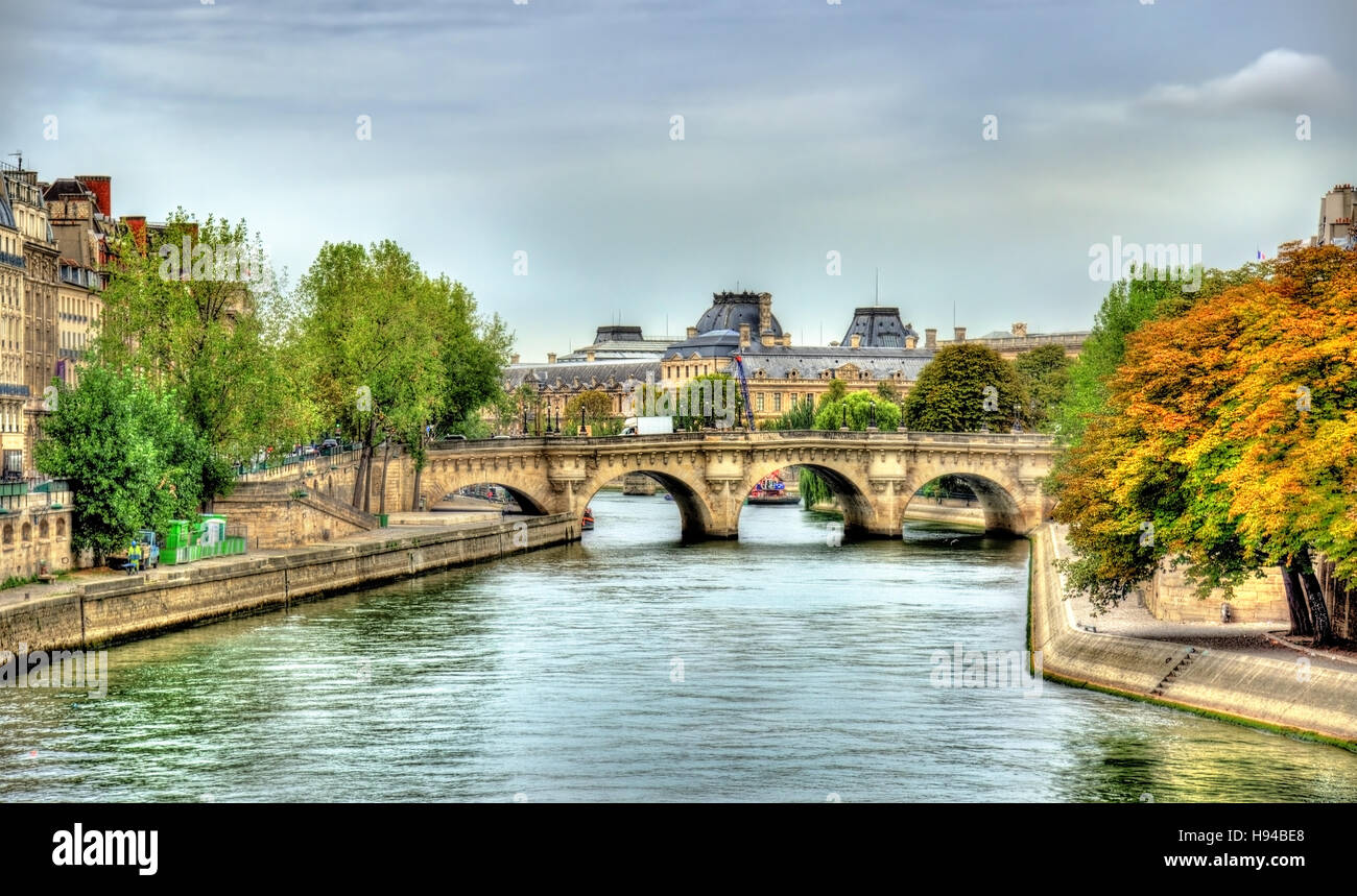 The Seine and Pont Neuf bridge in Paris - France - Stock Image