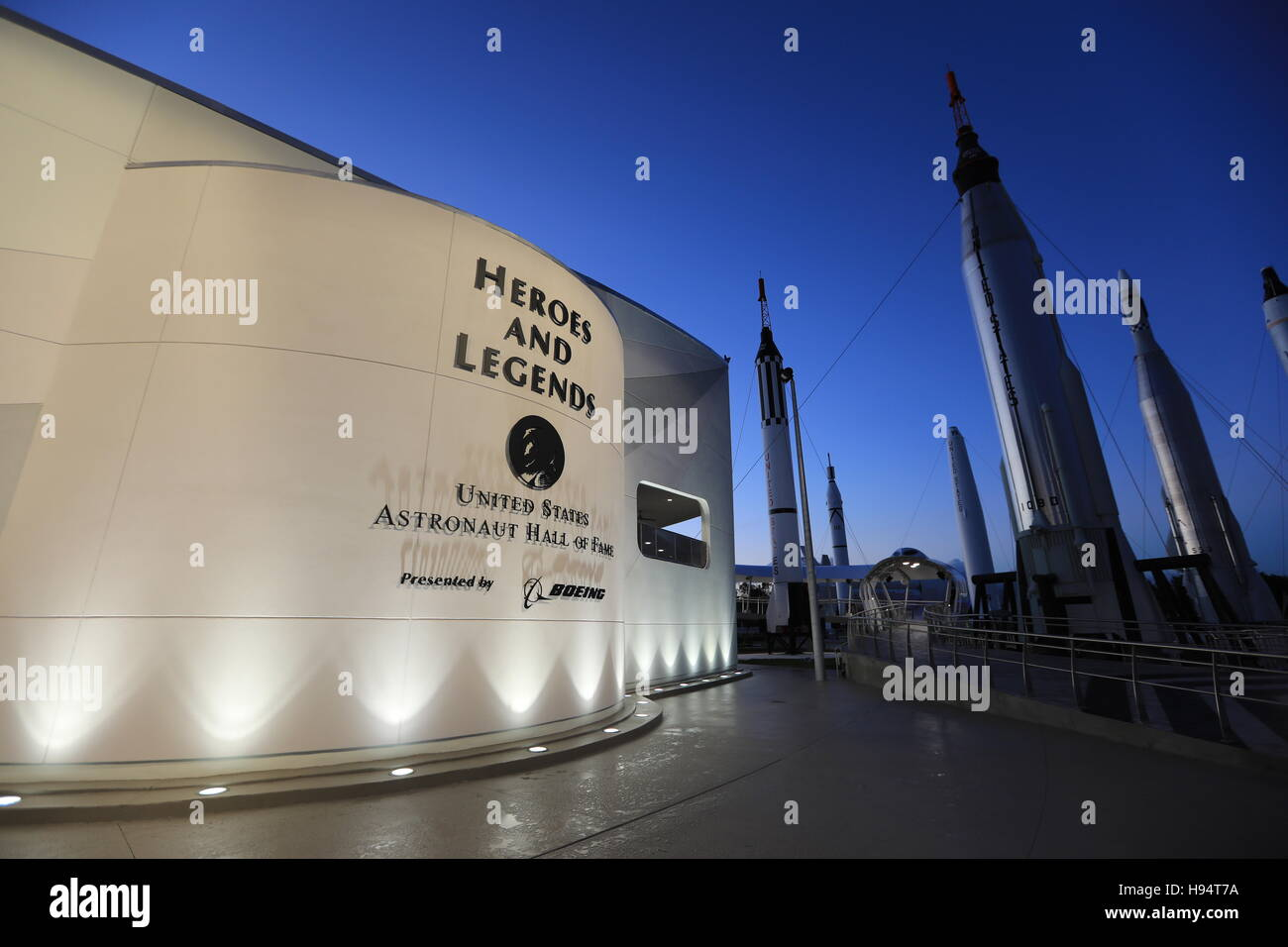 A view of the outside of the Heroes and Legends attraction at the Kennedy Space Center Visitor Complex U.S. Astronaut - Stock Image
