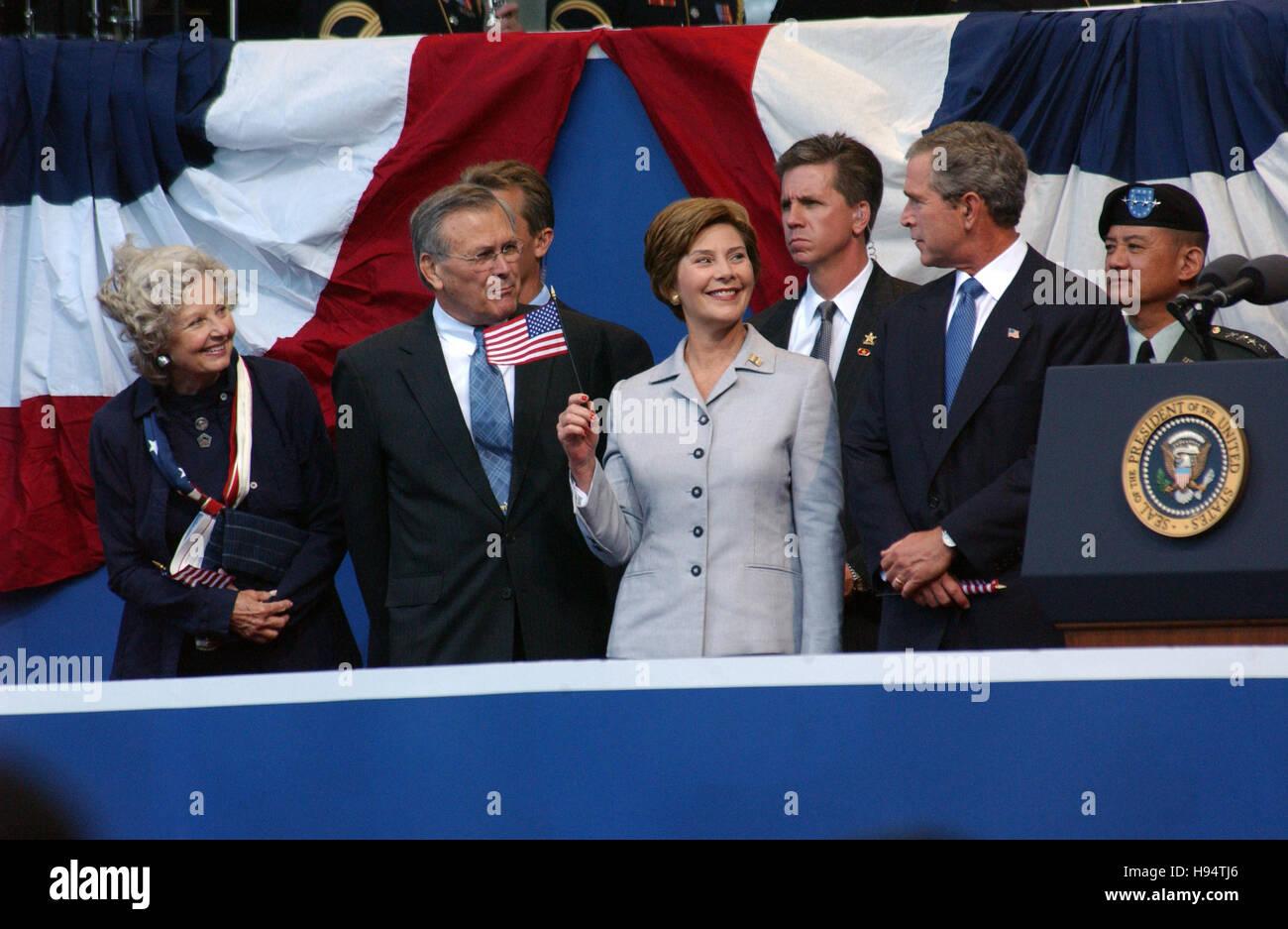 U.S. President George W. Bush, First Lady Laura Bush, Secretary of Defense Donald Rumsfeld and wife Joyce Rumsfeld - Stock Image