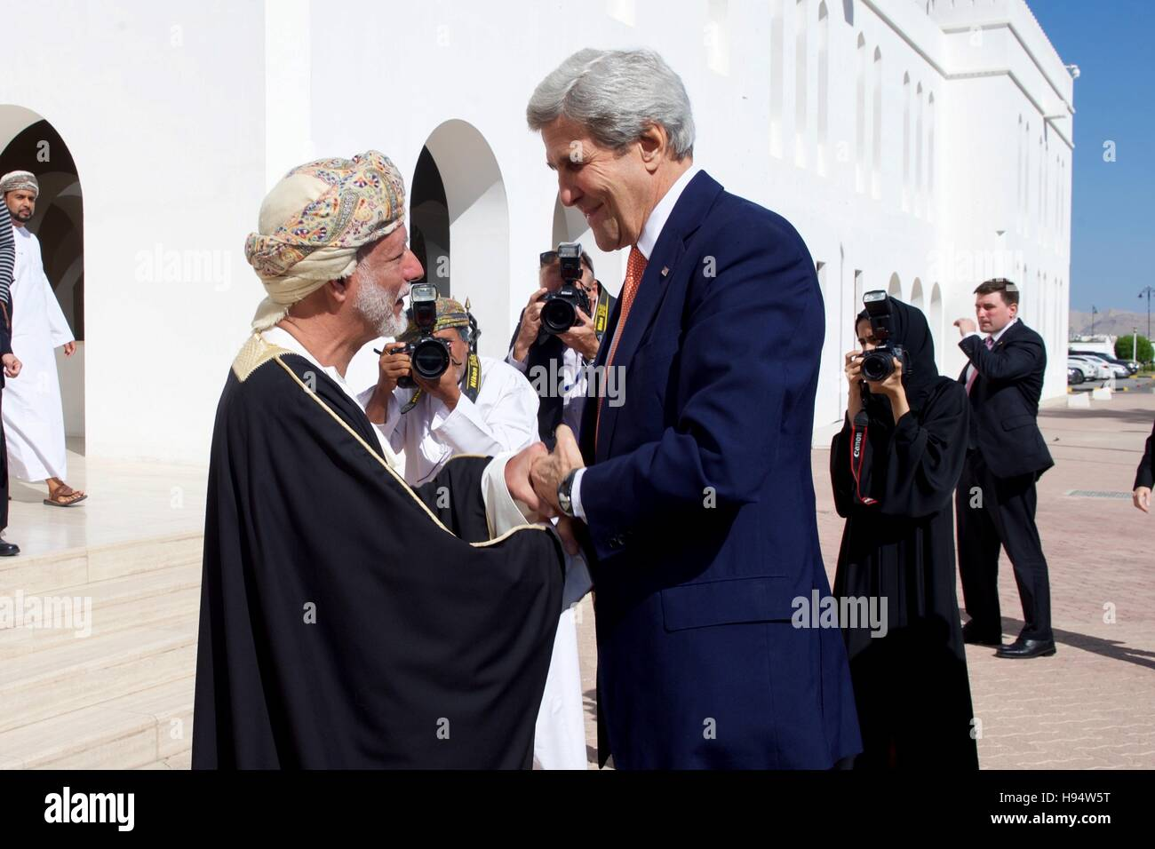U.S. Secretary of State John Kerry greets Omani Foreign Minister Yusuf bin Alawi upon his arrival at the Ministry - Stock Image