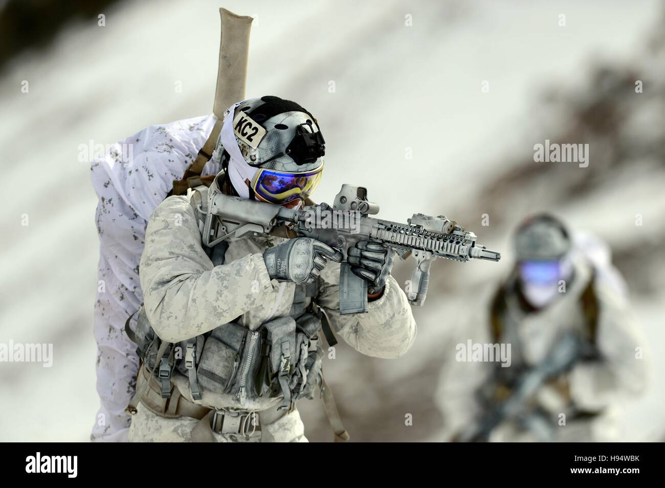 U.S. Navy SEAL soldiers demonstrate winter warfare techniques in snow camouflage December 9, 2014 in Mammoth Lakes, - Stock Image
