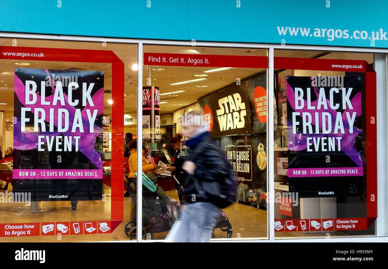 London Uk 18th Nov 2016 Argos Black Friday Event Argos Store In Stock Photo Alamy