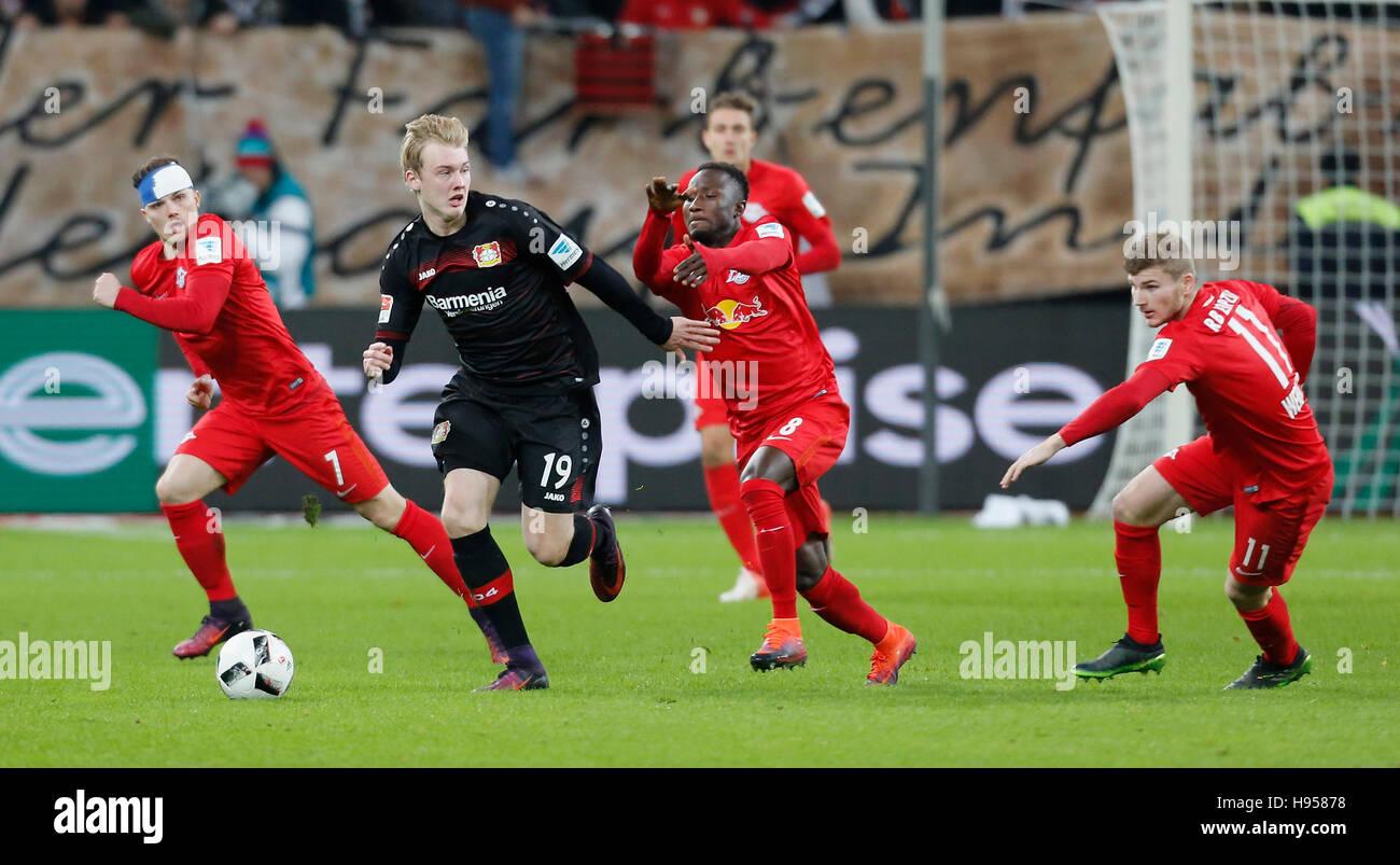 Leverkusen, Germany 18.11.2016, Bundesliga matchday11, Bayer 04 Leverkusen vs RB Leipzig: Kampf um den Ball v.l. - Stock Image