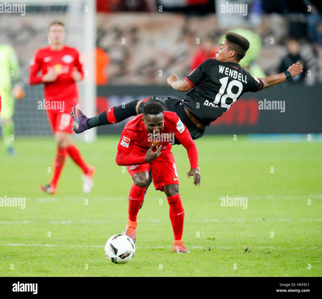 Leverkusen, Germany. 18th Nov, 2016. Naby KEITA, RB Leipzig 8 fights for the ball against WENDELL, Lev 18 BAYER - Stock Image