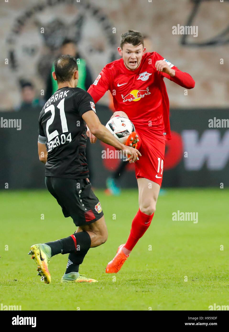 Leverkusen, Germany. 18th Nov, 2016. Oliver BURKE, RB Leipzig 19 fights for the ball against Oemer TOPRAK, Lev 21 - Stock Image