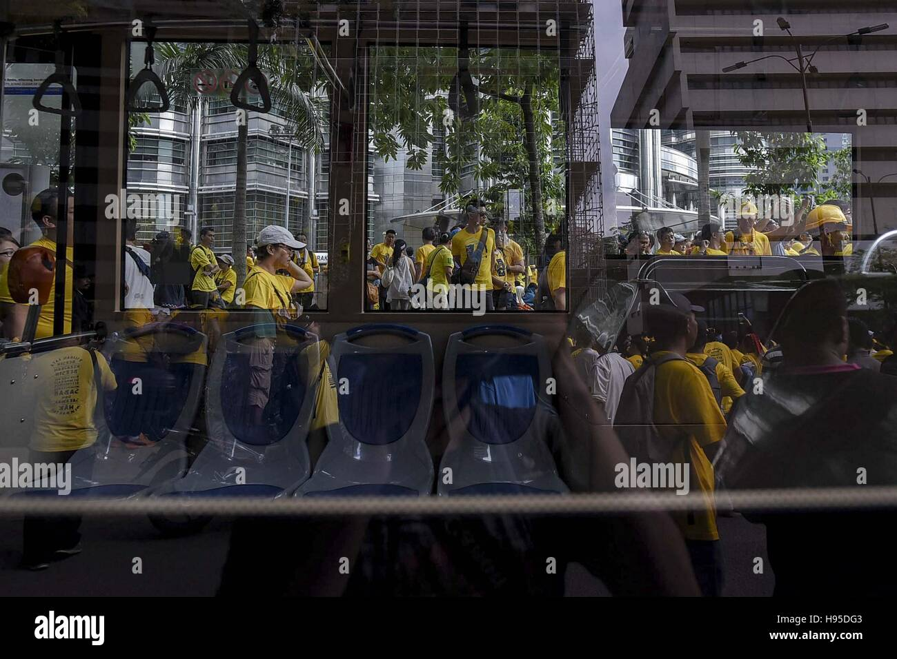 Kl, KL, Malaysia. 19th Nov, 2016. A reflection of supporters of the ''BERSIH'' (Clean) electoral reform coalition Stock Photo