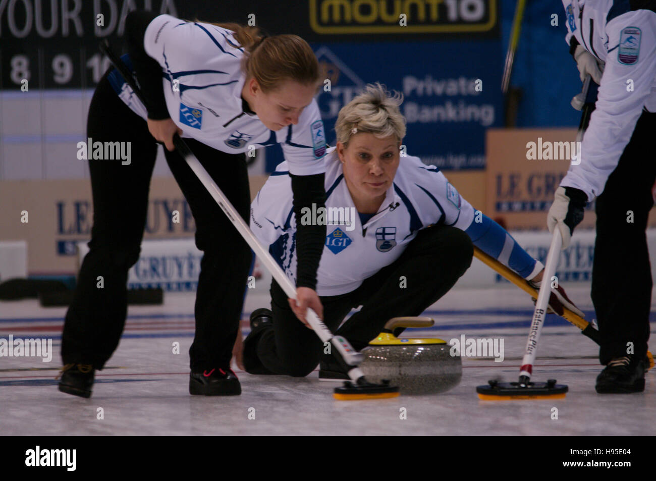 Braehead Arena, Renfrewshire, Scotland, 19 November 2016. Anne Malmi, skip of Finland, delivering a stone during - Stock Image