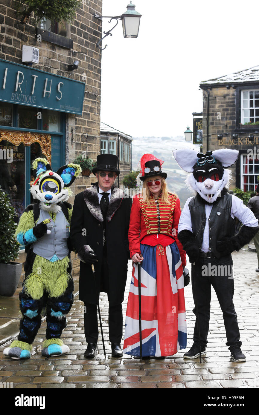 Haworth, UK. 19th Nov, 2016. A row of four people dressed in costumes for the Steampunk weekend in Haworth, 19th Stock Photo