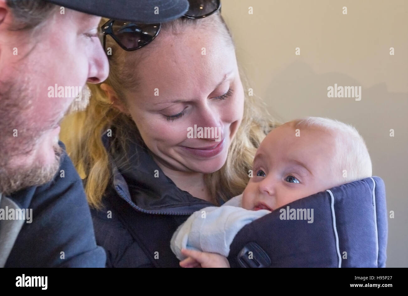 mother and father with 5 month old infant - Stock Image