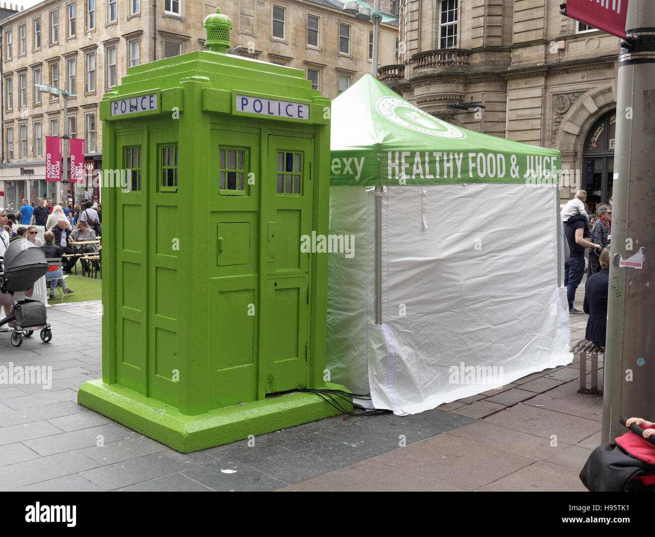 green vegan restaurant pop up police box dr who tardis  site for The Ivy Glasgow World-famous celeb hangout  opening - Stock Image